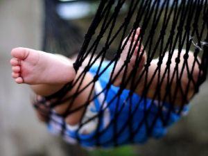Дитяча стопа (розвиток, рефлекси, склепіння стопи дитини)