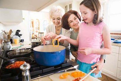 Яких продуктів треба уникати дитині до року