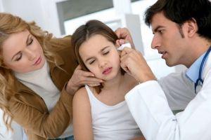 Компрес на вухо дитині
