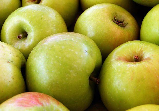 Чи можна яблука при гастриті?