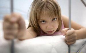 Розлади поведінки у дітей та підлітків: лікування, причини, симптоми