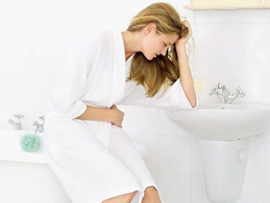 Біль у животі, нудота і блювота - симптоми реактивного панкреатиту