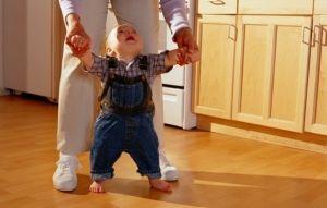 Складові частини процесу розвитку ходьби дитини