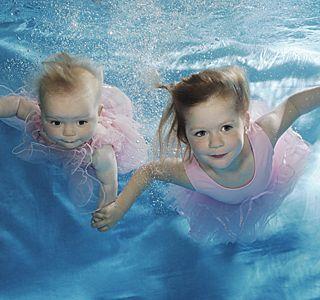 Що робити, якщо дитина боїться води? Звідки страхи?