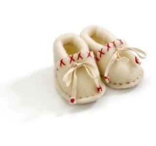 Дитяче взуття для грудничка. Критерії вибору взуття дітям до року