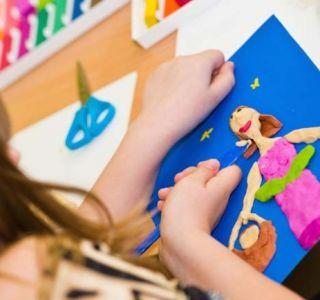 Як навчити ліпити дитини? Заняття ліпленням добре розвивають дрібну моторику рук і це позитивно впливає на розвиток дитини.