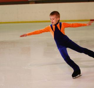 Як навчити дитину кататися на ковзанах? Щоб зробити катання безпечним, необхідно в першу чергу знати, як правильно підібрати ковзани дитині.