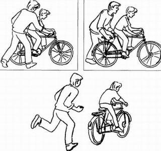 Як навчити дитину крутити педалі правильно? Перший час батькам доведеться іноді підштовхувати велосипед на прогулянці, допомагати вибратися з ямки на дорозі.