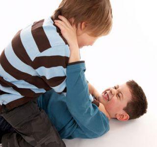 Як навчити дитину битися? Це питання хвилює і мам, і тат, але пап, напевно, все-таки більше.
