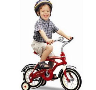Як навчити своє чадо кататися на велосипеді? Практика і теорія від