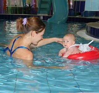 Методика навчання плавання для немовлят у ванні. Методика навчання немовлят плавати