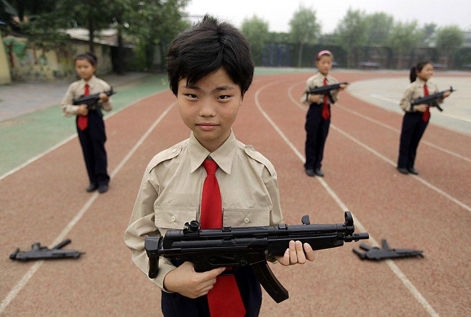 Купувати чи дитині залізне іграшкову зброю?