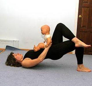 Після пологів обов`язково необхідно зміцнювати м`язи тазового дна, а зробити це допомагають різні вправи.