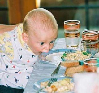 Правильне харчування дитини до року. Харчування дитини по місяцях від народження до 1 року