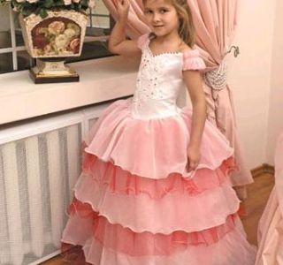 Вечірня дитяча мода прищеплюємо смак з ранніх років. Вечірня мода для дівчаток. Одягаємо хлопчика на випускний в дитячому саду.