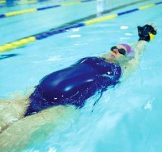 Займатися плаванням під час вагітності важливо і корисно. Вода дає заспокійливий ефект.